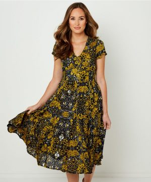 Striking collection from Joe Browns features chic women's clothing and accessories to add to your season's collection. Next day delivery