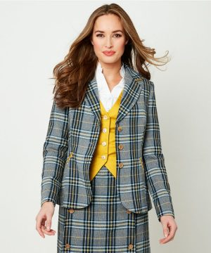 Layers for the season from Joe Browns. Shop must-have styles in women's coats & jackets.
