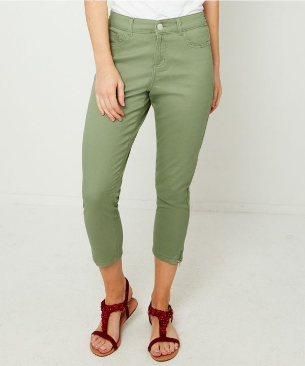 Striking collection from Joe Browns features chic women's clothing and accessories to add to your season's collection. Next day delivery for Joe Browns Cropped Jeans